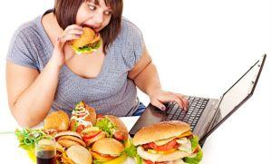Woman-eating-junk-food_01
